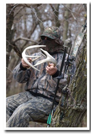 Bowhunter in treestand