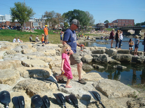 Rock the Rapids: turning dangerous dams into places for family fun draws crowds to communities | Iowa Outdoors magazine